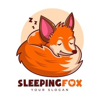 Modèle de logo de dessin animé de mascotte de sommeil renard