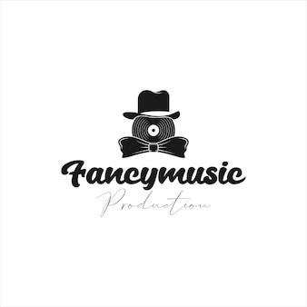 Modèle de logo de disque vinyle avec chapeau fantaisie et nœud papillon qui symbolise le luxe