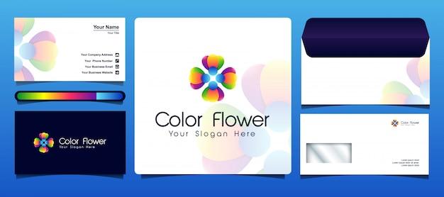 Le modèle de logo de fleur coloré est livré avec une carte de visite et une conception d'enveloppe