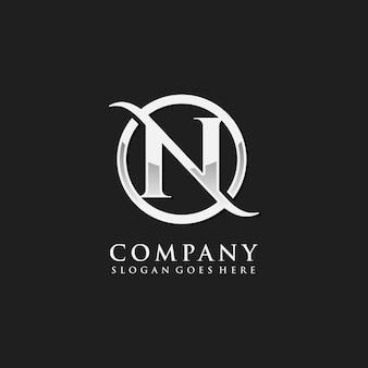Modèle de logo initial chrome lettre n