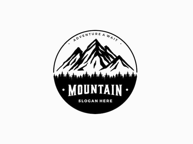 Modèle de logo de montagne d'aventure en plein air