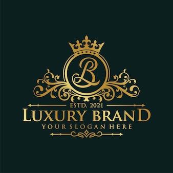 Modèle de logo de roi royal de luxe isolé sur fond noir