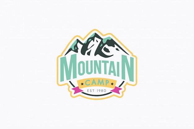 Modèle de logo vectoriel de camp de montagne