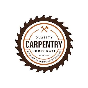 Modèle de logo wood industries company avec le concept de scies et de menuiserie et de style vintage