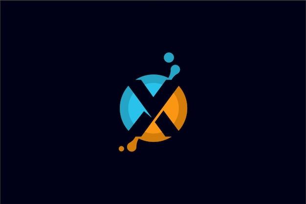 Modèle de logo x liquide abstrait