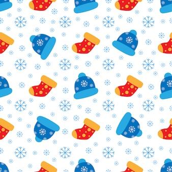 Modèle mignon avec des bonnets d'hiver et des flocons de neige.