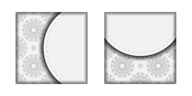 Modèle pour les cartes postales de conception d'impression couleurs blanches avec ornement de mandala noir. préparer une invitation avec une place pour votre texte et vos motifs.