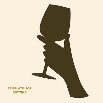 Modèle pour la découpe laser, la sculpture sur bois, le papier découpé. silhouettes à découper. femme tenant un pochoir de vecteur de verre à vin.