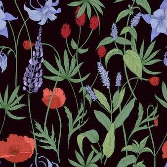 Modèle sans couture botanique élégant avec des fleurs sauvages et des herbes sur fond noir