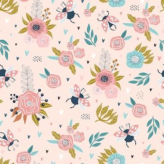 Modèle sans couture coloré avec coccinelles et fleurs.