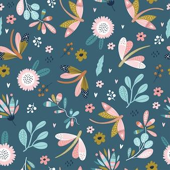 Modèle sans couture coloré avec des libellules et des fleurs.