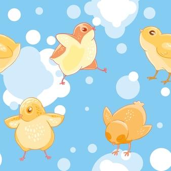 Modèle sans couture avec dessin animé drôle de poulets jaunes sur un fond de ciel bleu et de nuages.