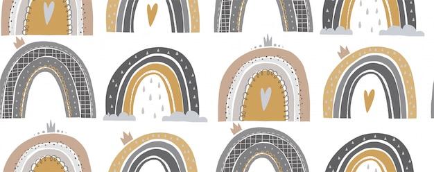 Modèle sans couture dessiné de main d'un arc en ciel mignon.