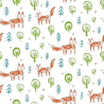 Modèle sans couture enfantin avec de mignons renards orange fragmentaires en forêt avec des sapins et des champignons