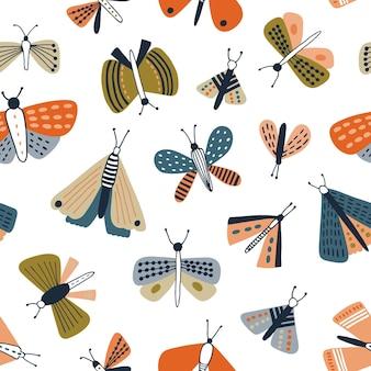 Modèle sans couture enfantin avec des papillons colorés
