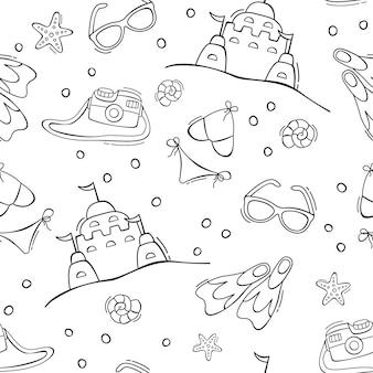 Modèle sans couture d'été dessiné à la main avec des lunettes de soleil de flippers de maillot de bain caméra château de sable dans le style de doodle