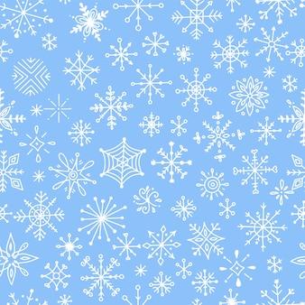 Modèle sans couture avec des flocons de neige dessinés à la main.