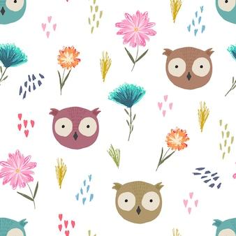 Modèle sans couture mignon avec des têtes de hibou de dessin animé, des points colorés et des fleurs enfantines