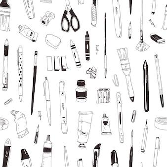 Modèle sans couture monochrome avec papeterie, objets de dessin, produits de créativité ou fournitures de bureau dessinés à la main avec des lignes de contour noires sur fond blanc. illustration vectorielle réaliste élégant.
