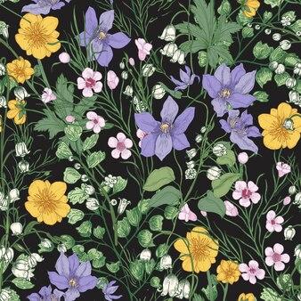 Modèle sans couture naturel avec de magnifiques fleurs épanouies tendres et des plantes herbacées à fleurs sur fond noir.