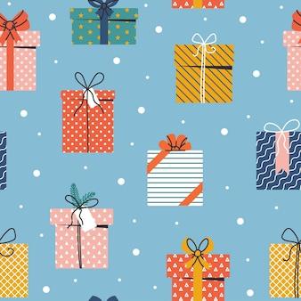 Modèle sans couture de noël et bonne année avec des coffrets cadeaux et des flocons de neige sur fond bleu