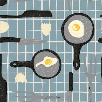 Modèle sans couture d'oeufs au plat sur fond rayé. oeuf frit dans la poêle avec fourchette, couteau et coquille d'oeuf.