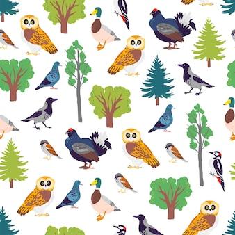 Modèle sans couture plat de vecteur avec des oiseaux forestiers dessinés à la main et des éléments floraux d'arbres de nature sauvage isolés sur fond blanc. idéal pour emballer du papier, des cartes, des papiers peints, des étiquettes-cadeaux, des décorations de pépinière, etc.