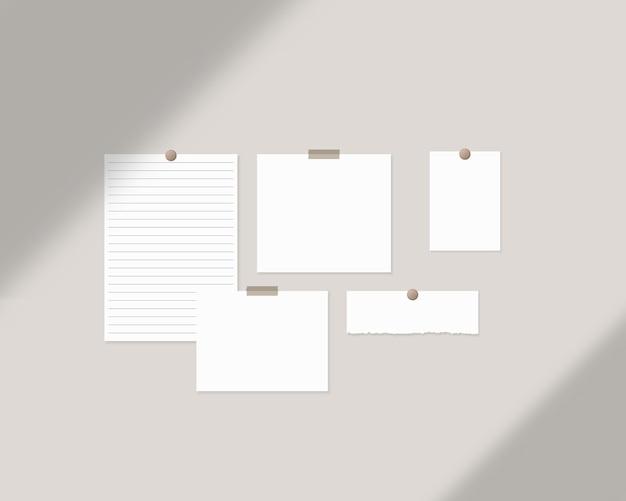 Modèle de tableau d'humeur feuilles de papier blanc vides sur le mur avec superposition d'ombres