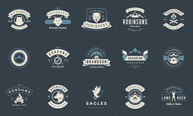 Les modèles de logos et de badges de camping sont des éléments de conception vectorielle et des silhouettes définies. montagnes d'aventure en plein air et emblèmes de style vintage de camp forestier et illustration rétro de logos.