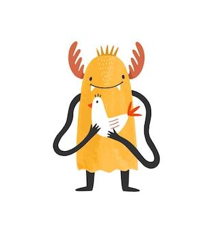 Monstre sauvage souriant mignon, extraterrestre ou mutant avec des bois. heureuse créature de conte de fées étrange ou mascotte tenant un oiseau. adorable personnage de dessin animé isolé sur fond blanc. illustration vectorielle enfantine.