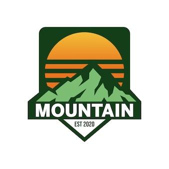 Montagne avec logo soleil