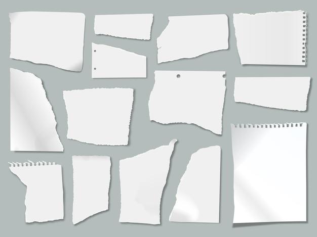Des morceaux de papier déchirés avec des bords déchirés, des morceaux déchiquetés, un ensemble de vecteurs de feuilles de cahier froissées blanches réalistes