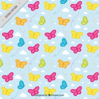 Motif décoratif de papillons et les nuages