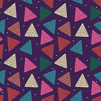 Motif géométrique abstrait avec triangle dessiné à la main