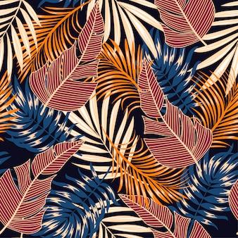 Motif tropical sans soudure botanique avec des plantes et des feuilles lumineuses sur un fond sombre