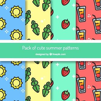 Des motifs d'été fantastiques avec des éléments décoratifs plats
