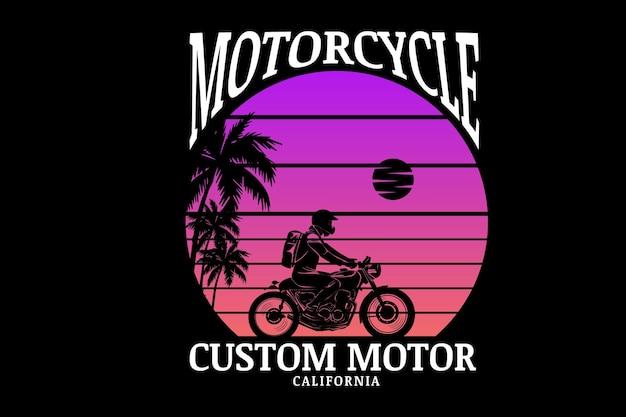 Moto custom moteur californie couleur rose et violet