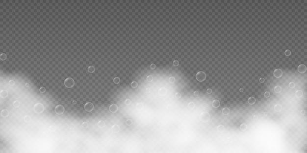 Mousse de bain avec des bulles de shampoing isolées sur transparent