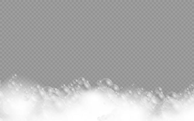 Mousse de bain avec des bulles de shampooing isolées
