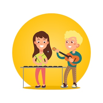 Musiciens d'enfants heureux avec des instruments de musique