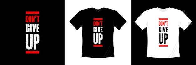 N'abandonnez pas la conception de t-shirt typographie