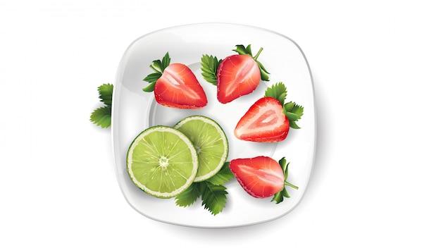 Nature morte de fruits: citron vert et fraises sur une plaque blanche.