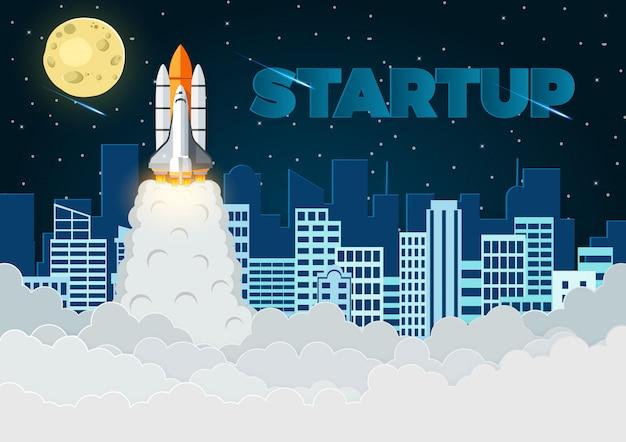 La navette spatiale le lancement vers le ciel plein d'étoiles la nuit avec la ville à l'arrière, illustration vectorielle
