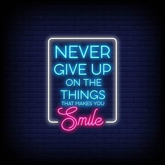 Ne jamais abandonner les choses qui vous font sourire neon signes style texte vecteur