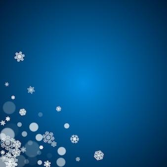 Neige du nouvel an sur fond bleu. thème d'hiver. toile de fond de chute de neige de noël et du nouvel an. pour les soldes de saison, offres spéciales, bannières, cartes, invitations à des fêtes, flyers. flocons de neige givrés blancs sur bleu.