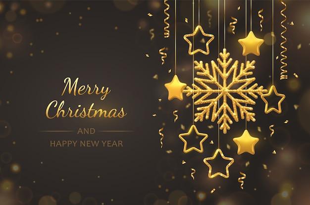 Noël avec des flocons de neige dorés brillants suspendus