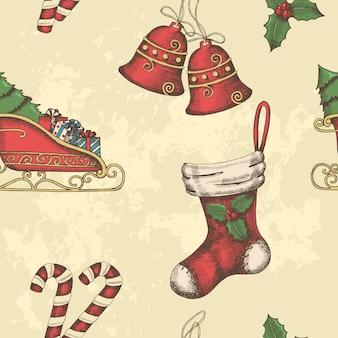 Noël modèle sans couture avec des cloches dessinées à la main, traîneau du père noël, bonbons, houx et chaussette.