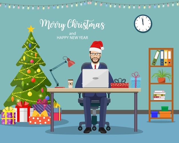 Noël et nouvel an dans un bureau moderne