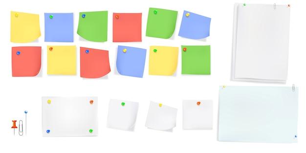 Note papier collant avec des épingles de couleur