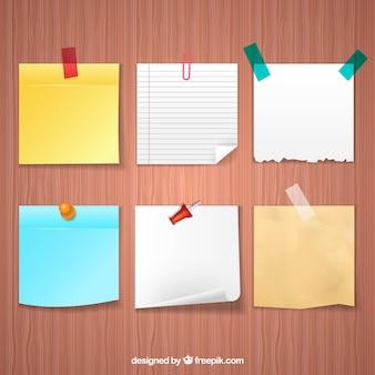 Notes adhésives dans un style réaliste
